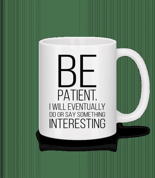 Buďte trpěliví Jsem Zajímavé - Keramický hrnek - Bílá - Napřed