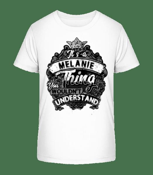 Je to věc Melanie - Detské Premium Bio tričko - Bílá - Napřed