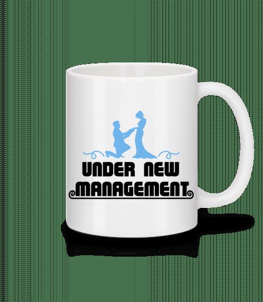 Mariage pod novým vedením - Keramický hrnek - Bílá - Napřed