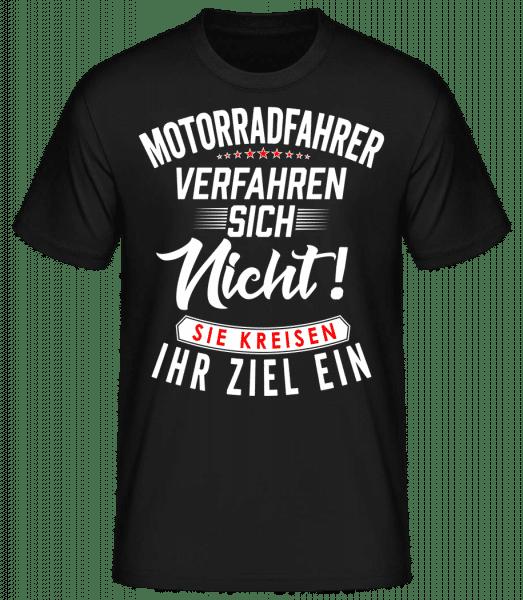 Motorradfahrer Kreisen Ihr Ziel Ein - Männer Basic T-Shirt - Schwarz - Vorn