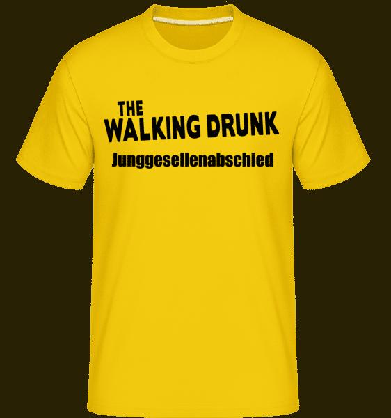 JGA The Walking Drunk - Shirtinator Männer T-Shirt - Goldgelb - Vorn