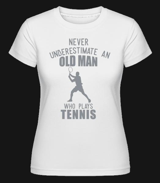Never Underestimate An Old Man - Shirtinator Frauen T-Shirt - Weiß - Vorn