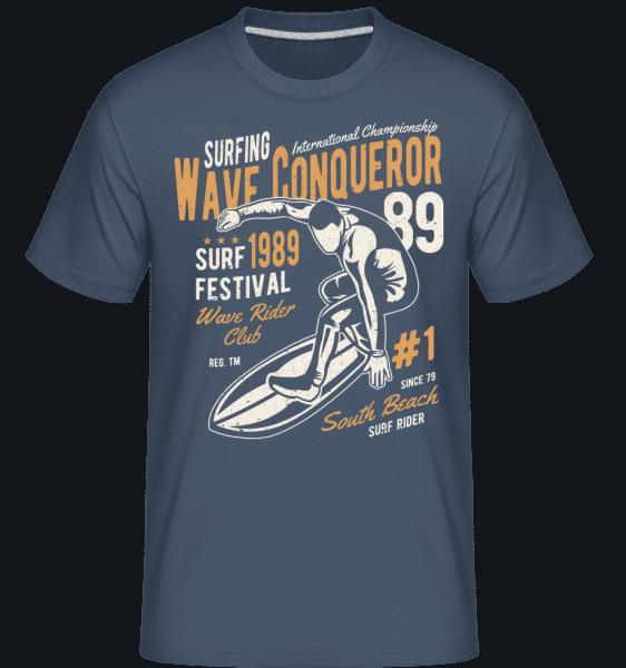 Wave Conqueror -  Shirtinator Men's T-Shirt - Denim - Vorn
