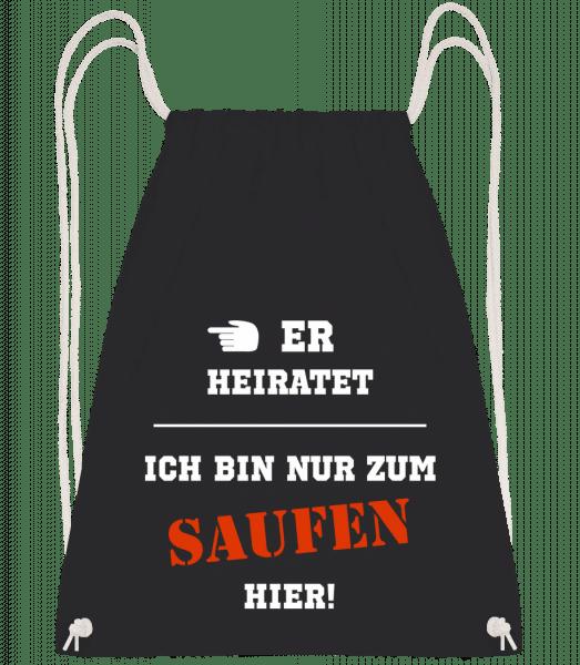 Er Heiratet Ich Bin Zum Saufen Hier - Turnbeutel - Schwarz - Vorn