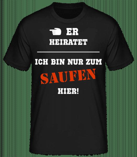 Er Heiratet Ich Bin Zum Saufen Hier - Männer Basic T-Shirt - Schwarz - Vorn